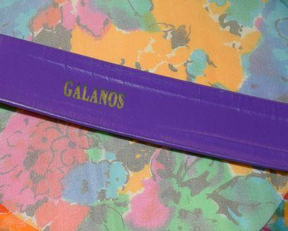 GALANOS  Robe en mousseline de soie imprimée d'un motif floral multicolore à dominante...