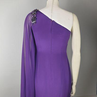 MARCHESA NOTTE  Robe de cocktail longue en soie violet, décolleté en biais, une...