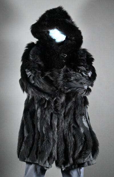 ANONYME  Parka noir à capuche et doublure...