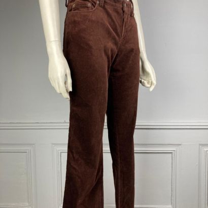 LOUIS VUITTON  Pantalon en velours marron,...