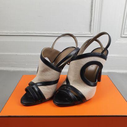 HERMES  Paire de sandales