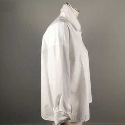 ACNE STUDIOS  Large chemise en coton blanc, col pointu, manches longues aux poignets...