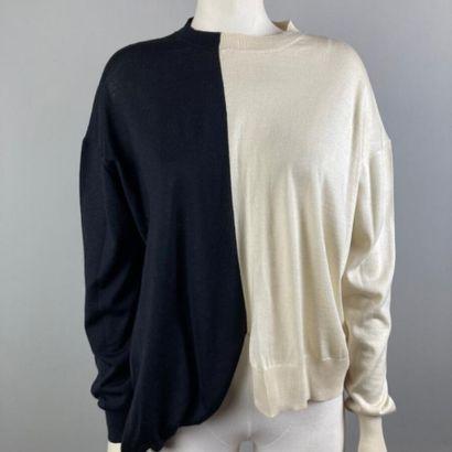 CELINE  Pull en laine et soie bicolore ivoire,...