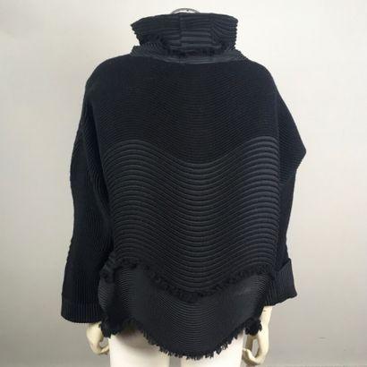 ISSEY MIYAKE n°IM89-FJ507  Tunique en polyester...