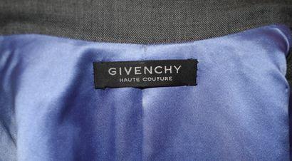 GIVENCHY Haute Couture n°86489, 86490  Ensemble composé d'une veste manteau, important...