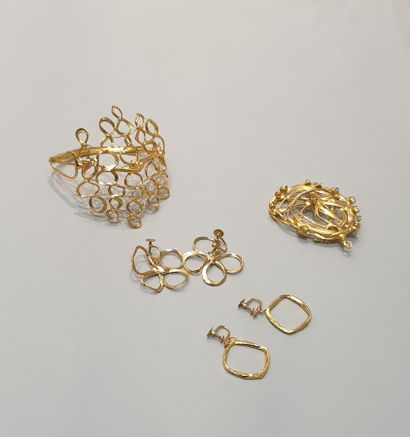 ANONYME  Lot comprenant quatre bijoux créateur...