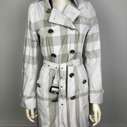 BURBERRY BRIT  Trench-coat 3/4 en polyester...