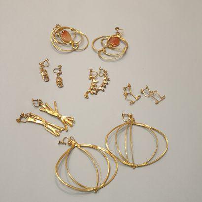 ANONYME  Lot comprenant six bijoux créateur...