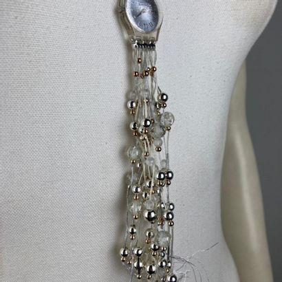 SWATCH, édition limitée  Montre pendentif à finition pampilles de perles dorées,...