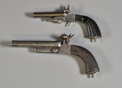 FRANCE  Lot de deux pistolets à piston à...