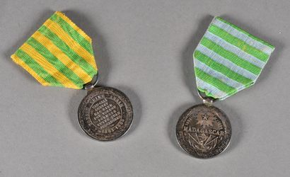 Lot de deux médailles  Une médaille de l'expédition...