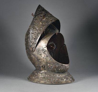 FRANCE  Armet de style  En galvanoplastie, de style Renaissance en ronde bosse,...