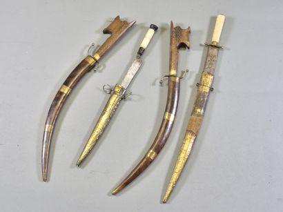 AFRIQUE DU NORD  Lot de quatre poignards...
