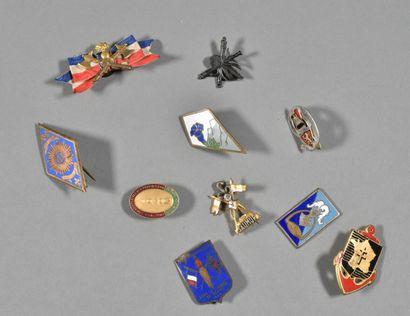 FRANCE  Lot d'insignes régimentaires XXème...