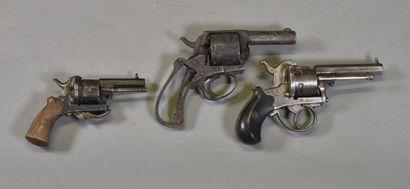 FRANCE  Lot de trois revolvers à broche  Montures...