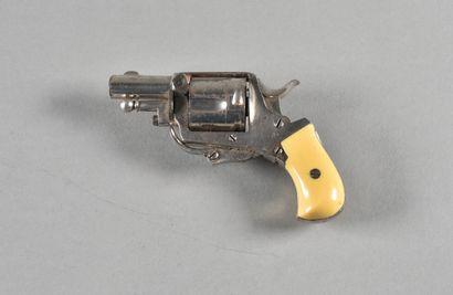 FRANCE  Revolver Bulldog  Bâti nickelé (manques),...
