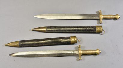 FRANCE  Deux glaives modèle 1831  Monture bronze poignée cannelée, lame droite à...