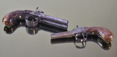 FRANCE  Lot de deux pistolets à piston  L'un...
