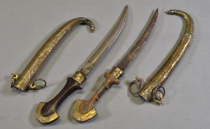 AFRIQUE DU NORD  Lot de deux poignards marocain...