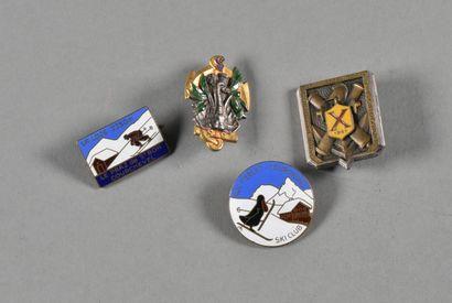 FRANCE  Lot de 4 insignes  2 insignes de ski, 1 insigne polytechnique 1941 et 1...