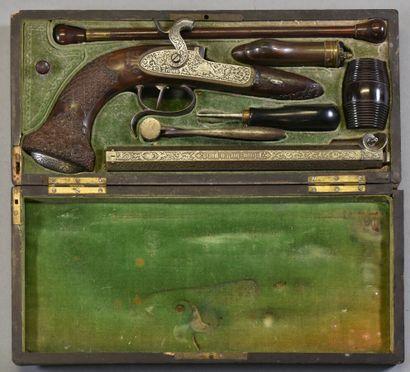 FRANCE  Pistolet de duel à piston en coffret...