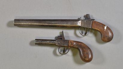 FRANCE  Lot de deux pistolets à percussion,...