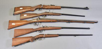 FRANCE  Lot de 4 carabines de tir et un fusil...