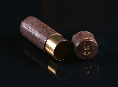 Petit étui à pièces de 20 F en laiton recouvert...