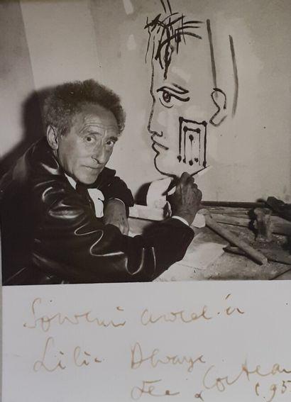 [Jean COCTEAU (1889-1963)]  L'artiste peignant...