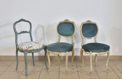 Deux chaises en bois laqué crème, garniture...