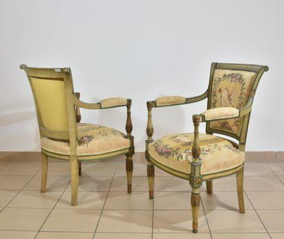 Paire de fauteuils en bois laqué vert rechampi...