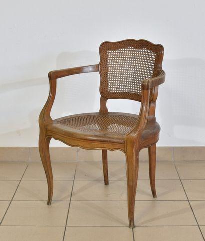 Petit fauteuil, l'assisse cannée  Style Louis...