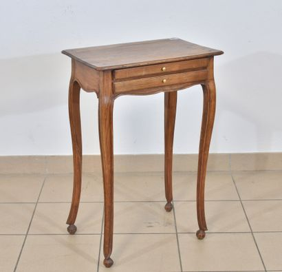 Curieuse table en bois naturel sur pieds...
