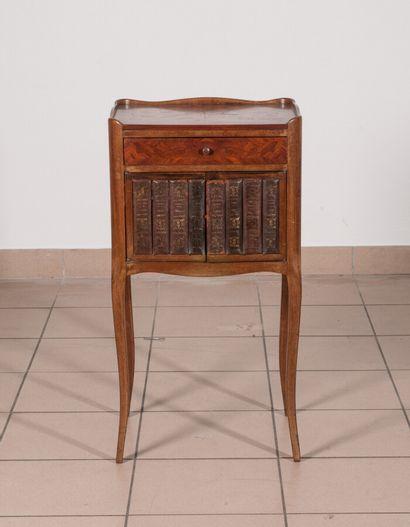 Table de chevet en bois de placage marqueté...
