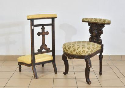 Chaise de jeu en bois sculpté et un prie-dieu,...