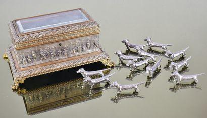 Lot composé d'un coffret en métal argent...