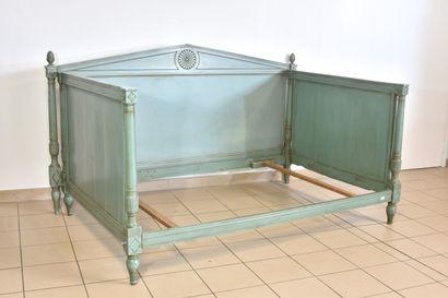 Lit d'alcôve en bois laqué vert  Style Directoire,...