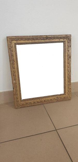 XVIIIe siècle  Miroir, le cadre en bois doré...