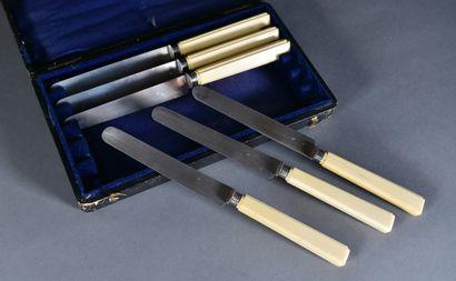 **Suite de six couteaux à fruit à manche...