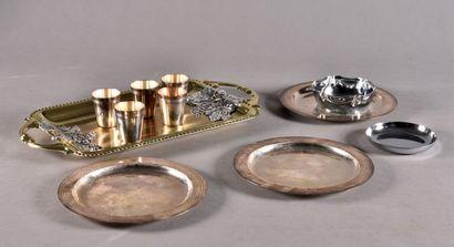 Lot en métal argenté comprenant:  - un petit...