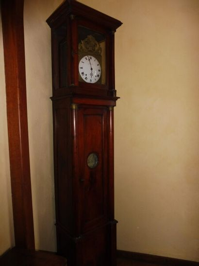 Horloge de parquet en acajou à demi colonnes...