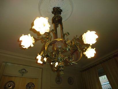 Lustre en bronze argenté à six bras de lumière...