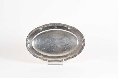 TETARD FRERES  Grand plat ovale à marli pincé...