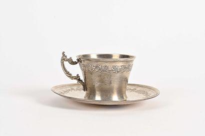 Tasse et sous-tasse en argent à frise de...