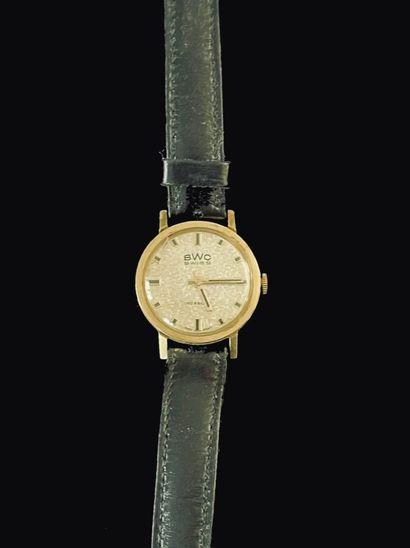 MONTRE bracelet, la montre de forme ronde...