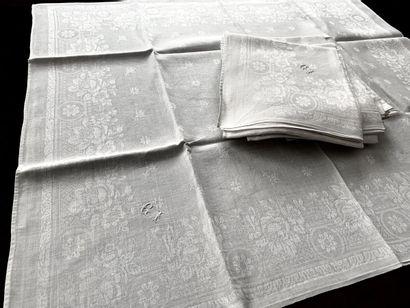 Service de table nappe et serviettes damassées,...