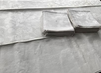 Service de table deux nappes et serviettes...
