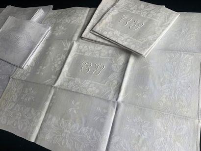 Nappe et serviettes de table damassées, 1ère...