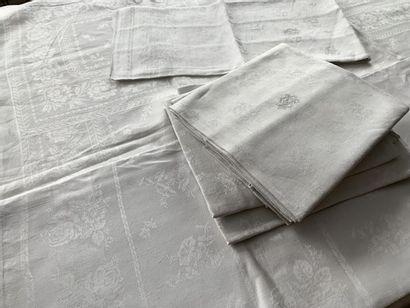 Service de table nappes et serviettes damassées,...
