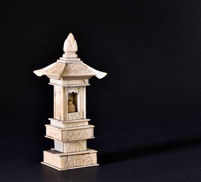 ** JAPON - fin du XIXe siècle  Petit temple...